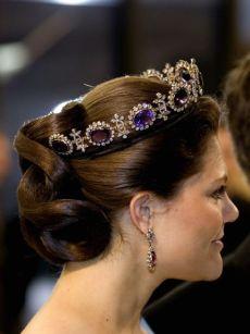 """KÖPENHAMN 20070510 Kronprinsessan Victoria minglar i pausen av föreställningen """"Sacre de Printemps"""" i Operahuset i Köpenhamn på torsdagskvällen. Det svenska kungaparet och kronprinsessan är på ett tre dagar långt statsbesök i Danmark. Temat för det svenska kungabesöket är Öresundsintegration. Foto: Pontus Lundahl / SCANPIX / Kod 10050"""