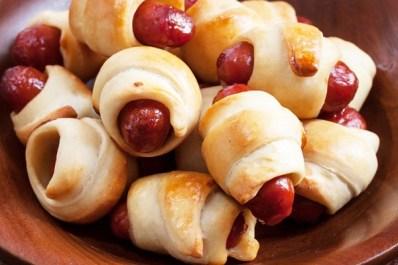 cheesy-mini-pigs-in-a-blanket_30221